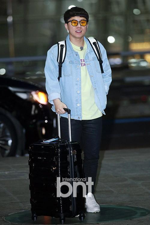 Yang Se Hyung năng động với áo khoác denim.