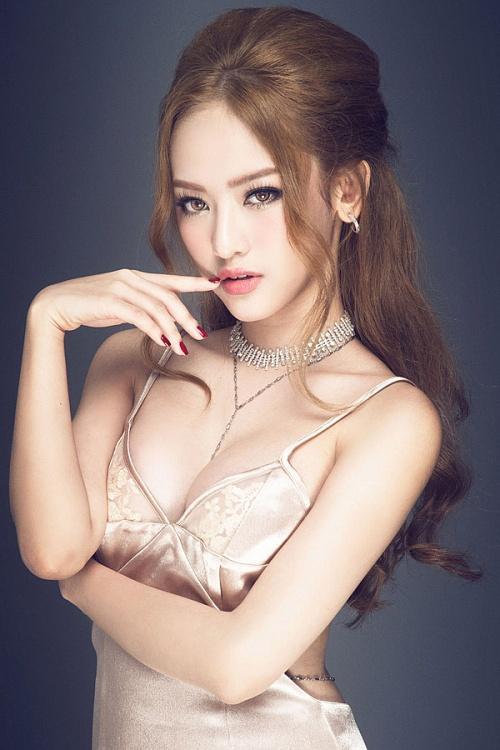 Gây sự chú ý sau scandal tình ái liên quan đến Phan Thành và Midu, Thúy Vi ngày càng chứng tỏ độ nóng tên tuổi cũng như sự thay đổi ngoạn mục về ngoại hình.