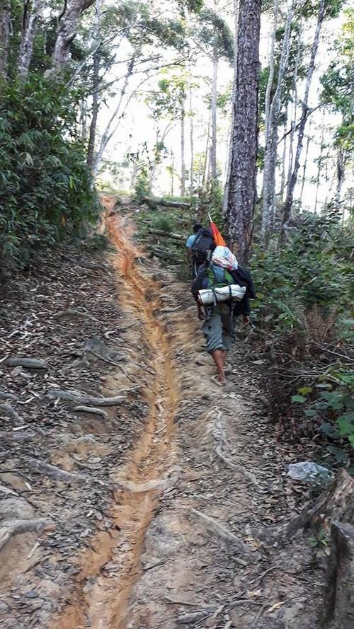 Con đường hiểm trở tại Tà Năng – Phan Dũng – Ảnh: Khúc Văn Bản