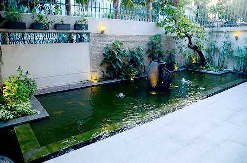 Hồ cá trong biệt thự của Trương Ngọc Ánh.