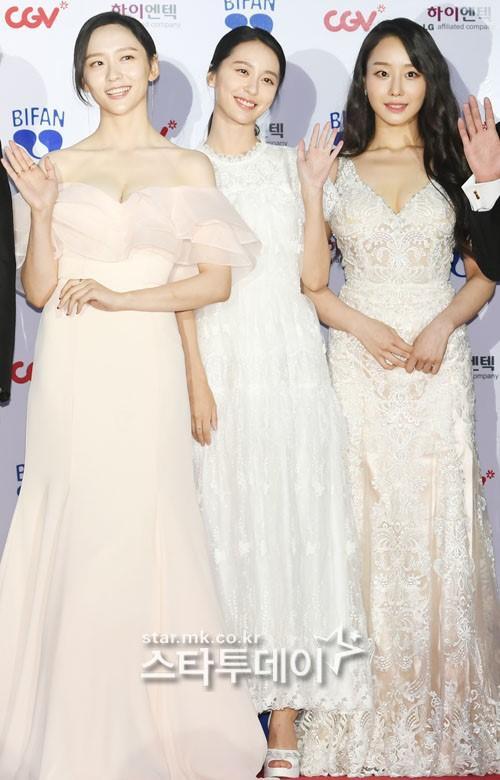 Thảm đỏ LHP Bucheon: Đọ sắc cùng loạt mỹ nhân vô danh khoe ngực, Goo Hye Sun  Lim Ji Yeon vẫn tỏa sáng ảnh 14