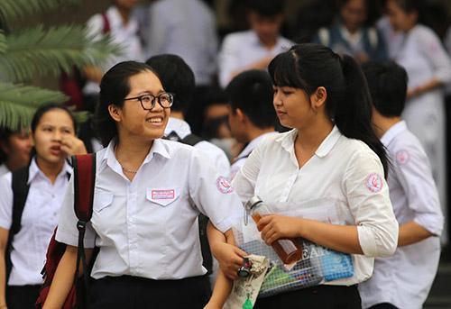 Thí sinh Quảng Nam vui cười sau buổi thi môn Văn. Ảnh:Đắc Thành.