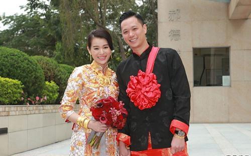 Hồ Hạnh Nhi hạnh phúc bên chồng.