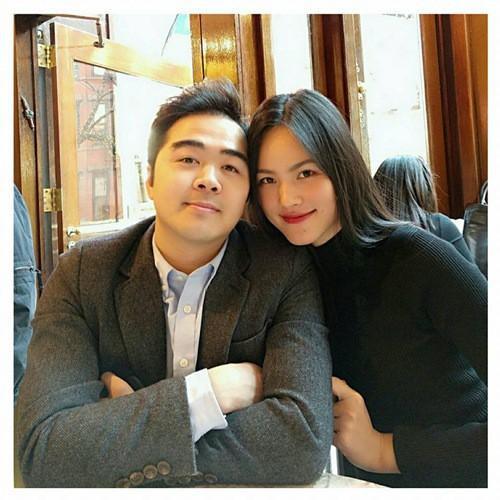Được biết, bạn trai của Tuyết Lan là một doanh nhân đang làm việc trong lĩnh vực tài chính ở Mỹ. Anh chàng sở hữu ngoại hình khá điển trai, phong độ.