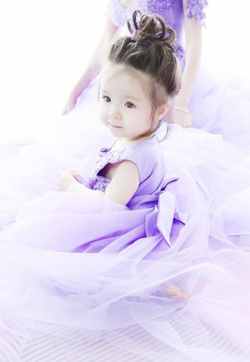Con gái 4 tuổi của Elly Trần khiến nhiều người thích thú bởi màn bắn tiếng Anh cực lưu loát và siêu dễ thương ảnh 6