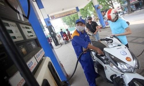 Giá xăng bắt đầu giảm từ 15h hôm nay 6/11. Ảnh TL.