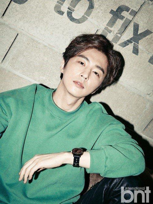 Nam diễn viên Shin Dong Wook