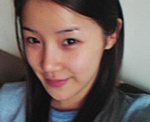 Đến giai đoạn debut, cô nàng 19 tuổi gây ấn tượng với khuôn mặt đáng yêu, chiếc mũi thon gọn và cao hơn đáng kể.