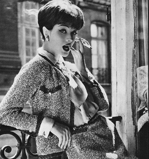 Bộ suit bằng vải tweed chính là niềm kiêu hãnh của bà hoàng Coco Chanel.