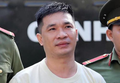 Bị cáo Văn Kính Dương bị dẫn giải tới toà (Ảnh Vnexpress)