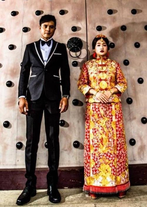 Bức ảnh cưới đang gây bão MXH Trung Quốc.