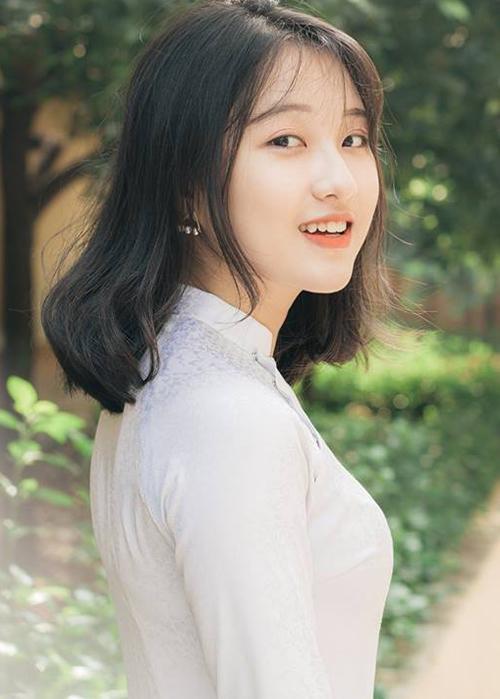 Vẻ đẹp dịu dàng của Việt Thương khiến không ít người nhầm tưởng cô là con lai Việt - Hàn