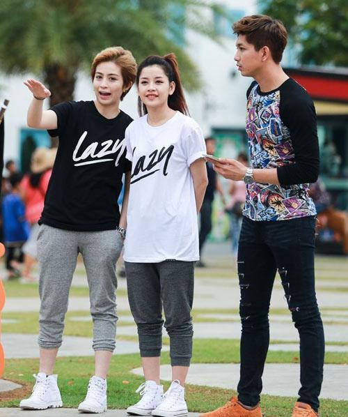 Chi Pu, Gil Lê cũng được cho là quen nhau khi thường xuyên diện đồ đôi, xuất hiện chung và dành cho người đối diện nhiều cử chỉ tình cảm.