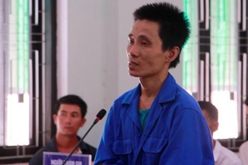 Nguyễn Văn Việt tại tòa xét xử vụ bé gái ở nhà một mình bị cướp sát hại. (Ảnh: Vnexpress).