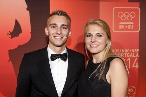 Hiện tại, Joan Klooster đang là giáo viên thể dục ở 1 trường cao đẳng ở Hà Lan. Được biết, Jasper Cillessen và người đẹp sinh năm 1991 quen nhau thời Klooster còn là sinh viên.