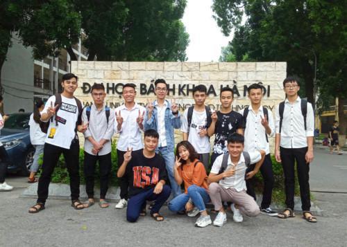 Có 11/28 bạn lớp 12A1 Trường THPT Dân tộc nội trú số 2 Nghệ An cùng trúng tuyển ĐH Bách khoa Hà Nội.Ảnh: báo GD&TĐ