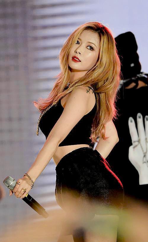 """""""Nữ hoàng gợi cảm"""" HyunA."""
