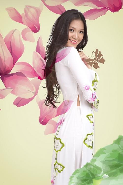 Đức Hùng là NTK chuyên về áo dài, những thiết kế của anh mang nặng dấu ấn, tâm tư người Việt.