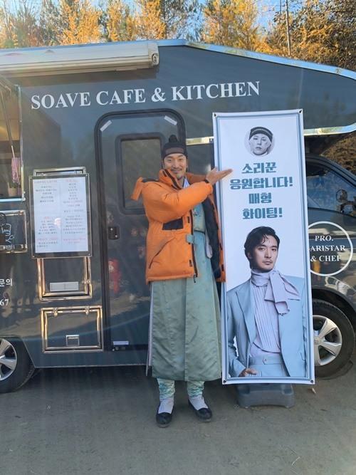 G-Dragon (Bigbang) gửi quà, ủng hộ phim của anh rể Kim Min Joon ảnh 3