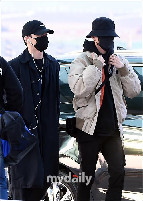 Dàn mỹ nam BTS, EXO, NUEST cùng Winner đổ bộ sân bay ảnh 36