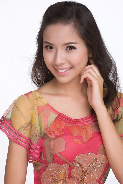 Nguyễn Ngọc Kiều Khanh là Việt kiều Đức. Cô nàng đoạt ngôi vị á hậu 1 Hoa hậu Thế giới người Việt 2010 và giành quyền đại diện Việt Nam tham gia cuộc thi Miss World 2010.