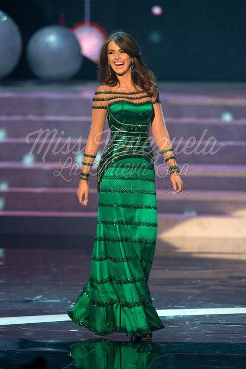 1. Vị trí đầu bàng không ai khác đó là chiếc váy của Á hậu 2 Hoa hậu Hoàn vũ 2012 người Venezuela – Irene Esser.