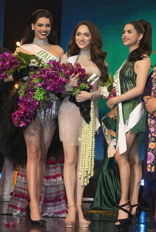 """Phần thể hiện bốc lửa của Hương Giang đã mang về giải thưởng """"Best Talent"""" trong đêm bán kết cuộc thi Hoa hậu Chuyển giới Quốc tế 2018 tại Thái Lan."""