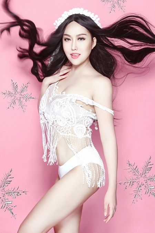Phi Thanh Vân cũng là người đẹp mạnh dạn công khai hút mỡ để có vòng 2 thon gọn.