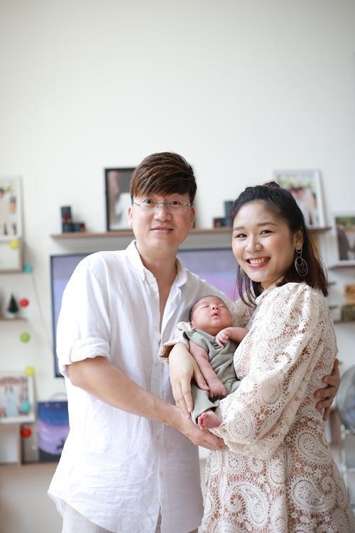Sỹ Luân và bạn gái hạnh phúc đón chào con đầu lòng