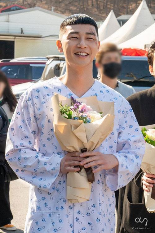 Những bức ảnh hậu trường của Park Seo Joon trong Tầng lớp Itaewon ảnh 6