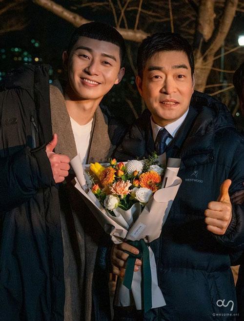 Những bức ảnh hậu trường của Park Seo Joon trong Tầng lớp Itaewon ảnh 9
