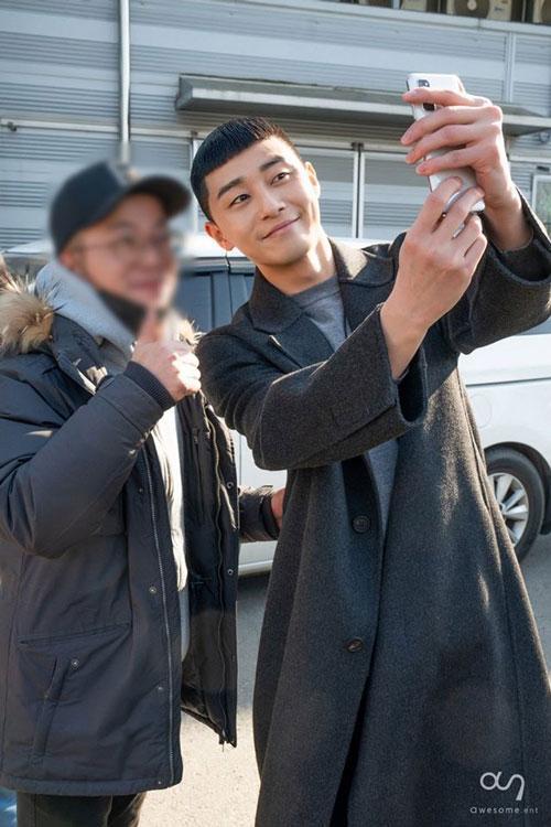 Những bức ảnh hậu trường của Park Seo Joon trong Tầng lớp Itaewon ảnh 10