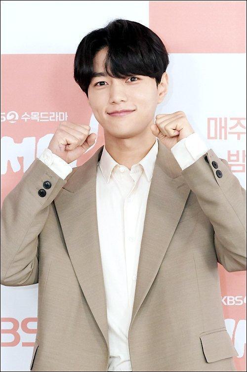 Shin Ye Eun tình tứ bên L (Infinite) tại họp báo phim giả tưởng chàng mèo hóa người ảnh 11