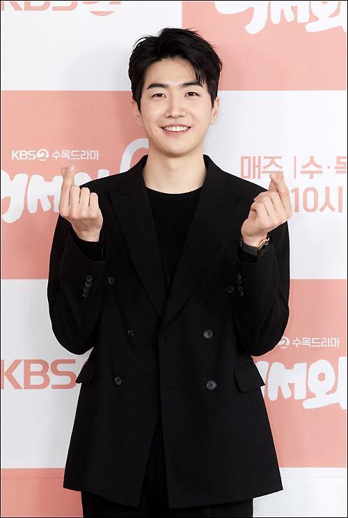 Shin Ye Eun tình tứ bên L (Infinite) tại họp báo phim giả tưởng chàng mèo hóa người ảnh 7