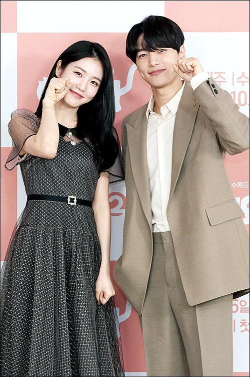Shin Ye Eun tình tứ bên L (Infinite) tại họp báo phim giả tưởng chàng mèo hóa người ảnh 13