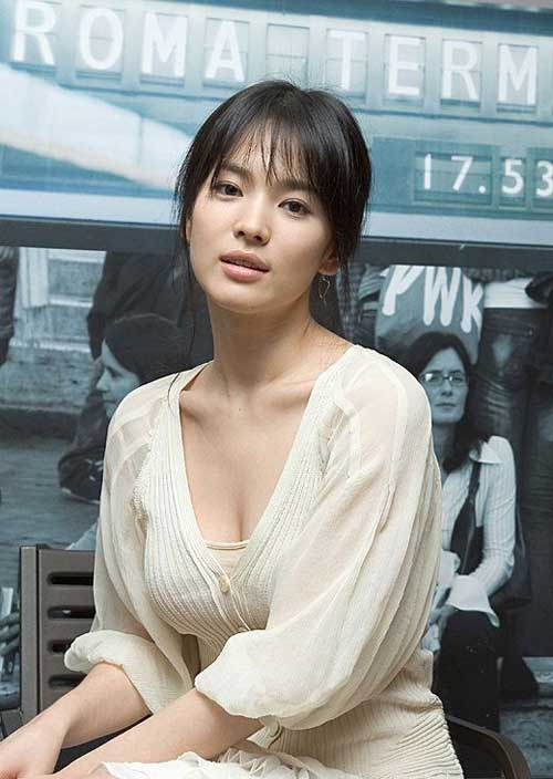 Hình ảnh Song Hye Kyo hồi xưa khi mới vào nghề của cô diện áo trễ nải ngực từng thu hút rất nhiều sự chú ý