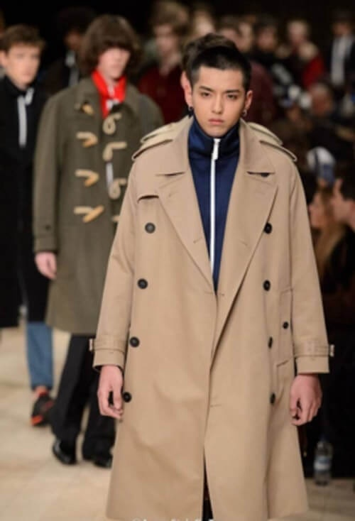 Cựu thành viên của EXO góp mặt trong show diễn thời trang nam giới 2016 của thương hiệu Burberry.