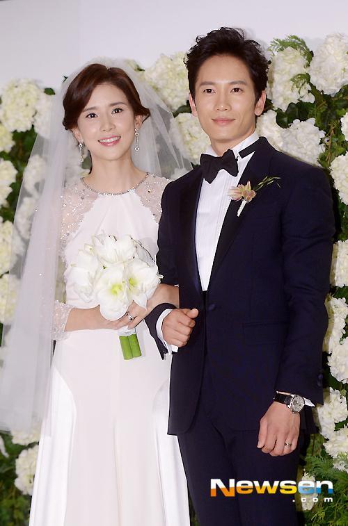 10 cặp đôi, vợ chồng nổi tiếng nhất     Kbiz: Jung Kyung Ho tặng Sooyoung (SNSD) 1000 bông hồng ảnh 12