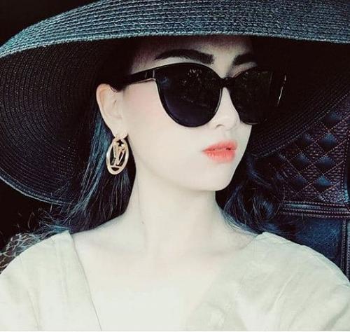 Thần thái sang chảnh của cô dâu Minh Nguyệt.