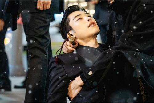 Thần thái này là của ai đây ? Jo Young hay Eun Seob
