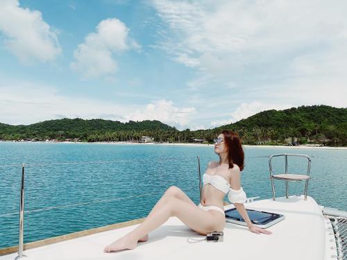 Fan trầm trồ ngắm Đỗ Mỹ Linh thả dáng siêu chuẩn, khoe làn da trắng ngần với bikini 2 mảnh Ảnh 2