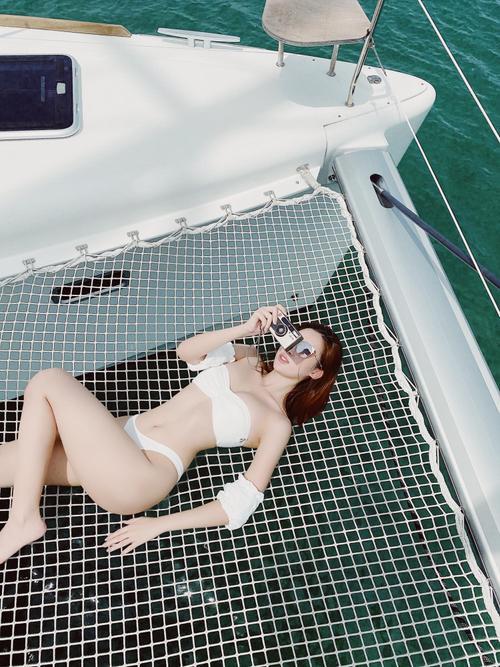 Fan trầm trồ ngắm Đỗ Mỹ Linh thả dáng siêu chuẩn, khoe làn da trắng ngần với bikini 2 mảnh Ảnh 4