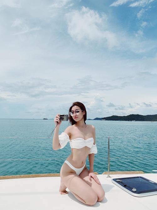 Fan trầm trồ ngắm Đỗ Mỹ Linh thả dáng siêu chuẩn, khoe làn da trắng ngần với bikini 2 mảnh Ảnh 1