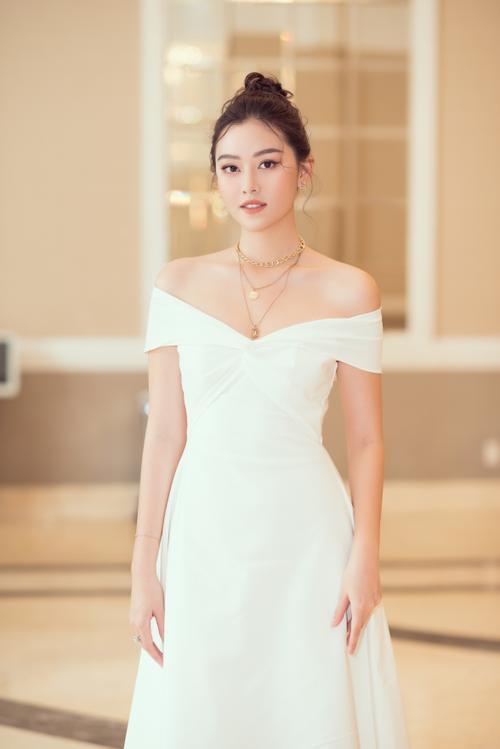 Lương Thùy Linh - Tường San - Thúy An cùng diện váy trắng tinh khôi, đẹp rạng ngời khiến fan thương nhớ Ảnh 5