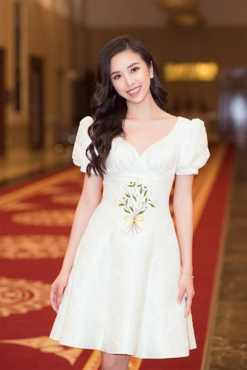 Lương Thùy Linh - Tường San - Thúy An cùng diện váy trắng tinh khôi, đẹp rạng ngời khiến fan thương nhớ Ảnh 7