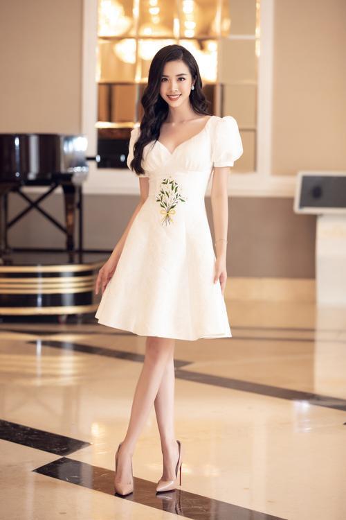 Lương Thùy Linh - Tường San - Thúy An cùng diện váy trắng tinh khôi, đẹp rạng ngời khiến fan thương nhớ Ảnh 8