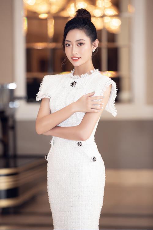 Lương Thùy Linh - Tường San - Thúy An cùng diện váy trắng tinh khôi, đẹp rạng ngời khiến fan thương nhớ Ảnh 1