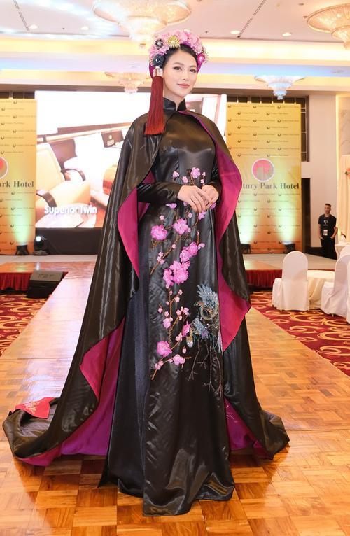 H'Hen Niê - Phương Khánh - Tiểu Vy diện áo dài cầu kì không kém National Costume thi quốc tế Ảnh 4