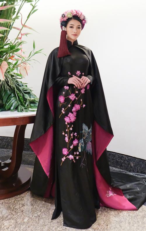 H'Hen Niê - Phương Khánh - Tiểu Vy diện áo dài cầu kì không kém National Costume thi quốc tế Ảnh 6
