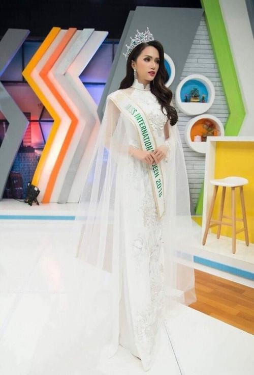 H'Hen Niê - Phương Khánh - Tiểu Vy diện áo dài cầu kì không kém National Costume thi quốc tế Ảnh 21